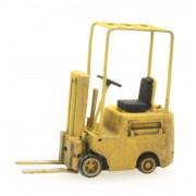 Chariot élévateur jaune
